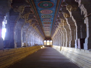 800px-Temple_corridor_at_Rameswaram